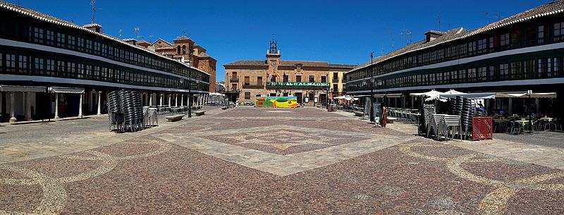 800px-Panoramica_de_la_Plaza_Mayor_de_Almagro